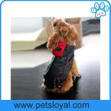 O cão de animal de estimação do plutônio do revestimento de chuva do verão veste a fábrica
