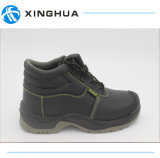 Arbeits-Leder in den Sicherheits-Schuhen