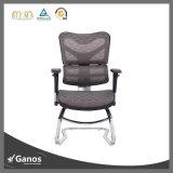 Armrestが付いている健全な固定オフィスの網の椅子