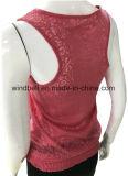 Il disegno femminile brucia la maglia del fiore con il bordo dell'elastico e del merletto