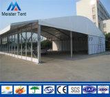 Barraca corporativa ao ar livre do evento com parede de vidro