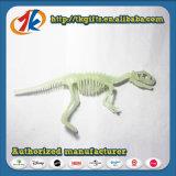 Incandescenza di scheletro del dinosauro di plastica di alta qualità nel giocattolo scuro