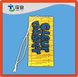Hangtag de gama alta para la ropa con una cuerda