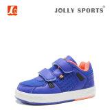 子供の新しい方法は子供の男の子の女の子のための運動靴を遊ばす