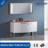 Stanza da bagno domestica moderna di vanità dell'hotel di disegno dello specchio del LED