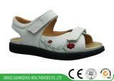 黒いですか白人女性の刺繍デザインの糖尿病性の整形外科の健康の靴