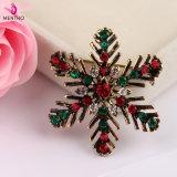 方法優雅で多彩な水晶によって散りばめられるクリスマスの雪片のブローチの宝石類