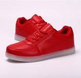 方法スニーカーLEDの軽いスポーツの靴