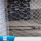 高品質Galvanized/PVC農場のための上塗を施してある六角形ワイヤー網か六角形の金網