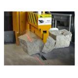 花こう岩の玉石か縁石を舗装するための大理石の石造りのディバイダー機械