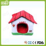 Los diseños de interior de felpa suave dog house