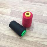 De Gesponnen Naaiende Draad van 100% Polyester in Verschillende Geverfte Kleuren