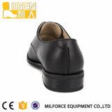 安い価格は革足底の人のオフィスの靴を模倣した