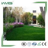 Grama artificial ajardinando ambiental para o jardim