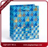 Le cadeau floral quotidien chaud de clinquant d'estampage met en sac des sacs en papier de cadeau avec l'étiquette du fabriquant