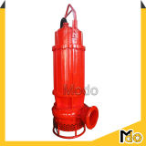 Pompa sommergibile centrifuga dei residui sulla gru della chiatta