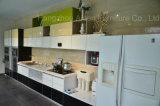 Il colore ha unito gli armadi da cucina verniciati forno del MDF della superficie piana