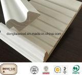 白い上塗を施してある建築使用の木製の靴の鋳造物のプロフィール