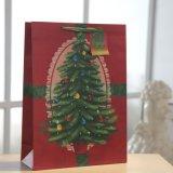 Sac de papier rouge de configuration d'arbre de Noël