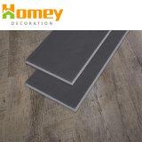 木製の表面は建物クリックPVCビニールの物質的なフロアーリングを薄板にした