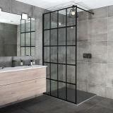 一つの浴室は十分に強くされた透過ガラスシャワー・カーテンを組み立てた
