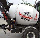 Piccolo auto mobile idraulico che carica il camion della betoniera