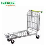 Carrinho de transporte pesado de supermercado no depósito