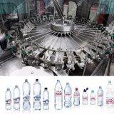 Imbottigliamento dell'acqua minerale e catena d'imballaggio