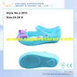 De mooie Materiële Gelei Sandals van pvc van de Meisjes van de Baby met de Decoratie van de Bloem van de Gelei