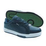 方法靴、スケートボードの靴、屋外の靴、人の靴