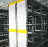 Um deck de aço estantes