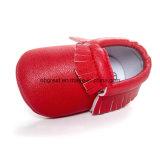 عمليّة بيع ضخمة زاهية جلد [تسّل] طفلة الماشي بخطى متثاقلة أحذية