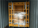 Gelber angestrichener Rahmen-Baugerüst-Stahlweg durch Rahmen