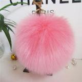贅沢で柔らかいKeychainまたはウサギの毛皮の球はKeychainsについてへまをする