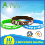 Förderndes Geschenk geprägtes Drucken-Gummisilikon-Armband mit kundenspezifischem Firmenzeichen