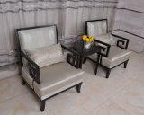 中国語は木のホテルのロビーの家具のアクセントの肘掛け椅子のソファーを設計する
