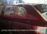 Automotores rojos reacaban la pintura para la reparación del coche