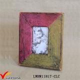 Цветы сопрягая рамку фотоего конструкции Handmade деревянную