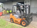 一人乗り二輪馬車のElevateurのディーゼル2.5トンのペーパーロールクランプフォークリフト