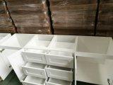 白い食器棚
