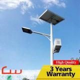 ポーランド人15W 4m LEDの太陽街灯の実質映像電池