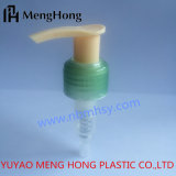 La pompe en plastique de lotion pour ajuster les bouteilles en verre de compte-gouttes, vient avec le chapeau clair protecteur