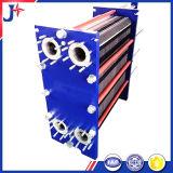 Profesional con el cambiador de calor de la placa Sondex S121