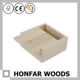 Unfertiger kleiner hölzerner Geschenk-Kasten-Ablagekasten mit Plättchen-Oberseite