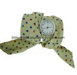 Dame-Leder-Verpackung um Armband-Uhr