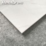 ドバイの安い価格の標準的で白いカラーラの壁のタイル、現代3D壁のタイルおよび床タイル