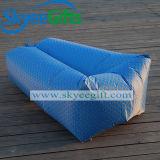 夏のOoutdoorの使用のための不精なソファーを満たす普及した膨脹可能なバナナの寝袋の空気