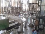 Фабрика оборудования воды напитка очищенная бутылкой заполняя