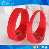 Wristband infiammante personalizzato all'ingrosso della Cina LED