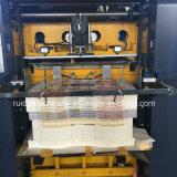 Maquinaria cortando do rolo para a caixa de embalagem do macarronete